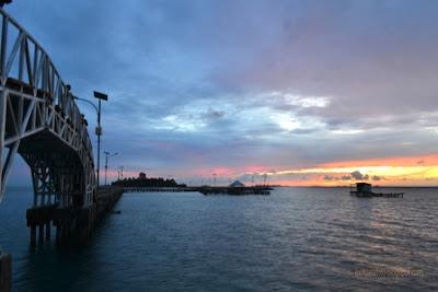 Sunrise di jembatan cinta pulau tidung