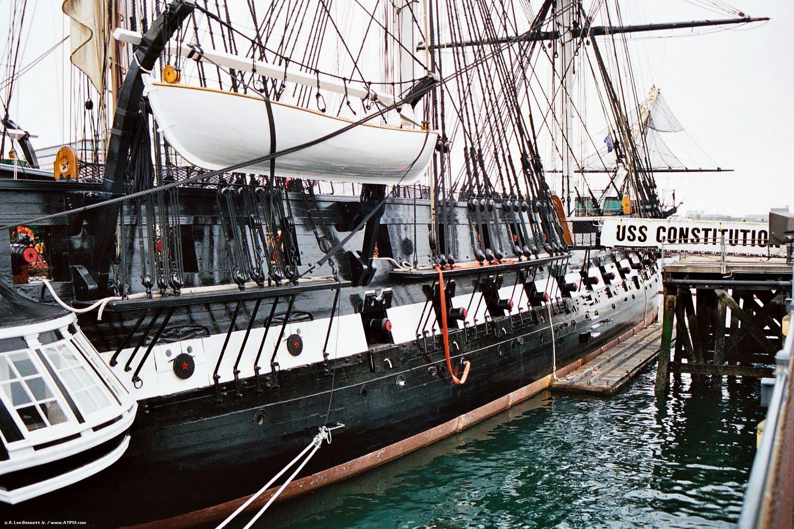 USS Constitution o mais antigo navio de guerra ainda em serviço construído com com cordas e armações feitas de cânhamo, foi batizado por George Washington