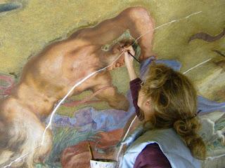 Restauro operazione per conservare dall' usura e dal deterioramento opere d' arte o mobili
