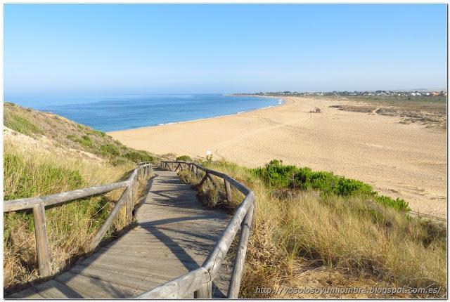 Playa de las Plumas, al otro lado del faro