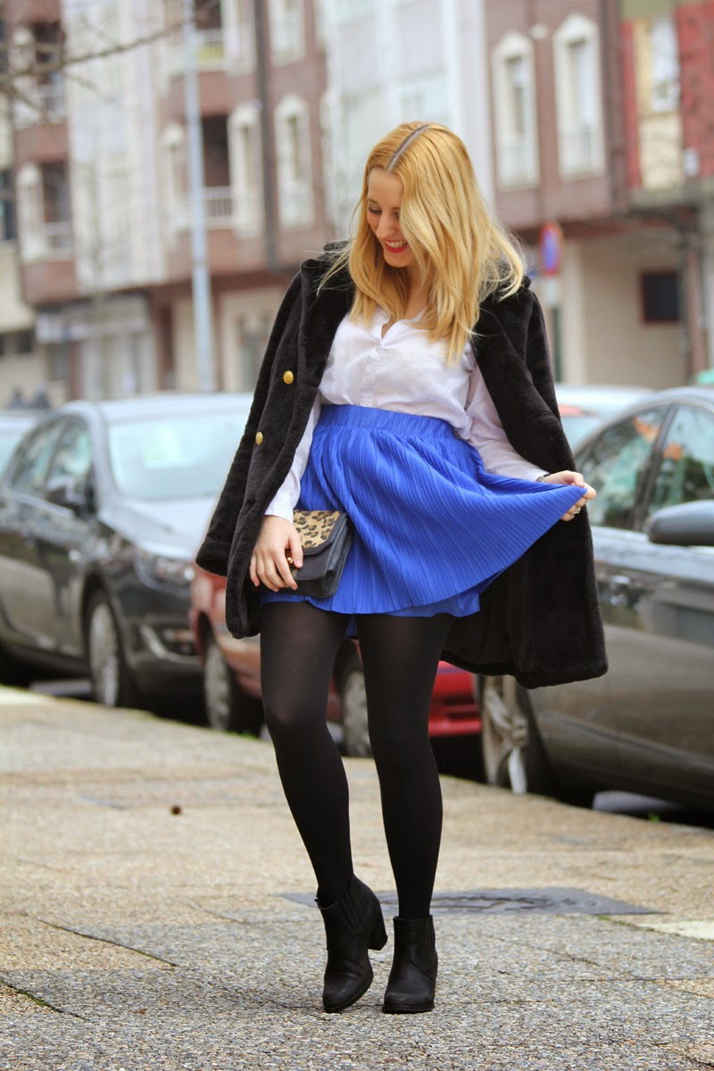 outfit_falda_azul_klein_leopardo