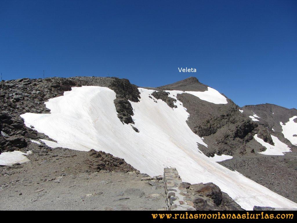Ruta Posiciones del Veleta - Mulhacén: Vista del Veleta desde Carihuela