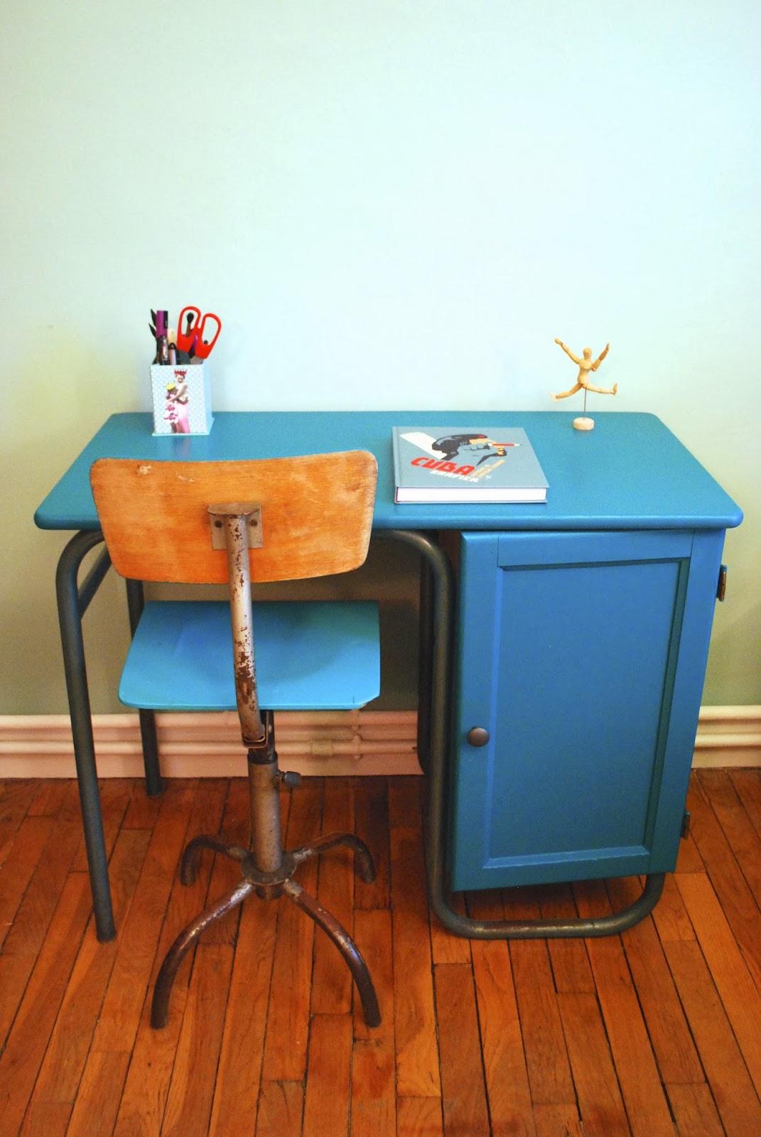 bureau de ma tre d 39 cole des ann es 60 caisson droite vendu g n ration vintage. Black Bedroom Furniture Sets. Home Design Ideas