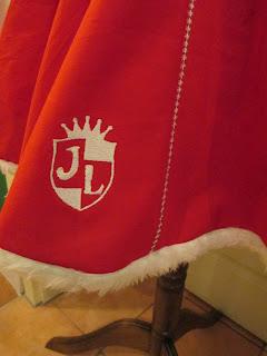 Weihnachtsbühnenkleid Wappen Detail