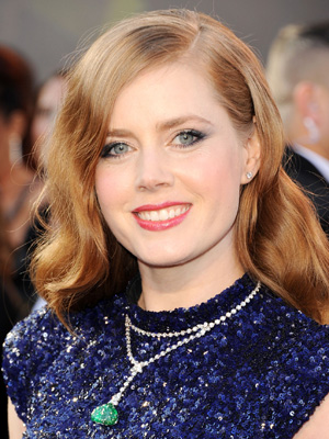 Full waves with lots of movement and a tucked-back side complete Amy Adams' sophisticated look.