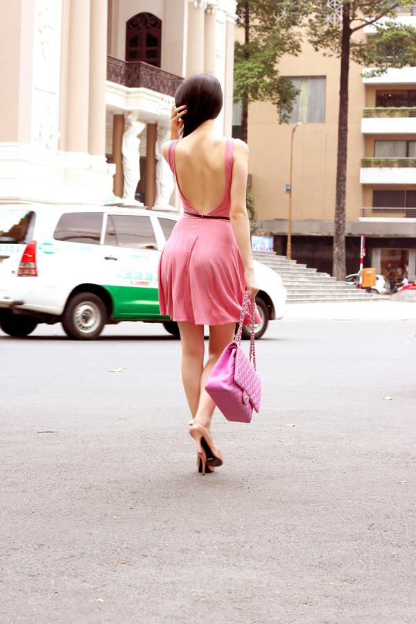 ảnh đẹp Ngọc trinh với đầm hồng vô cùng sexy 2