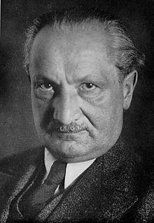 Publication des Cahiers Noirs : Oui, Heidegger était bien antisémite. 220px-Martin_Heidegger