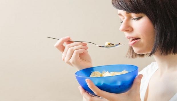 الأكل أثناء الحركة يزيد الوزن