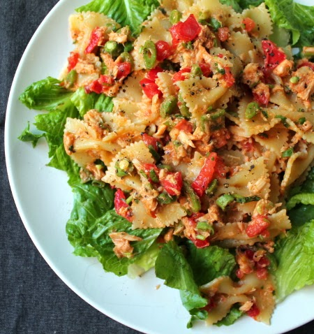 Spicy tuna pasta salad with green beans, tomato, and romaine