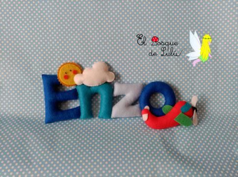 nombre-decorativo-en-fieltro-de-fieltro-Enzo-name-banner-infantil-avión-detalle-nacimiento-regalo-personalizado