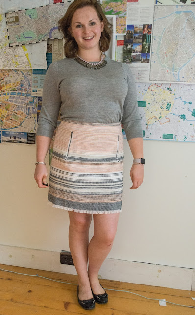 loft, tweed, skirt, ootd, pink skirt, pink and gray, statement necklace, teddy sweater,