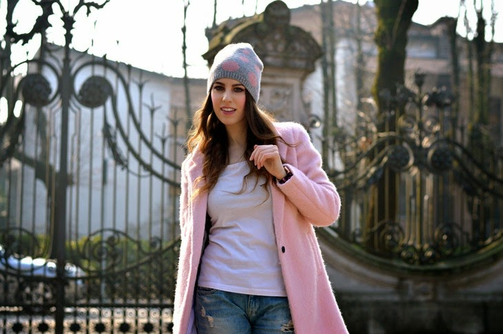 Pull and Bear pink Cocoon coat Boyfriend Hole Ripped Denim Jeans Daniel Wellington Classic Winchester Lady Watch how to wear pink coat abbinare cappotto rosa TheSparklingCinnamon