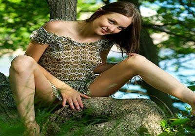 Natural Bold Beauty Girl