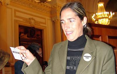 Gabriela Pérez del Solar dentro del Congreso del Perú