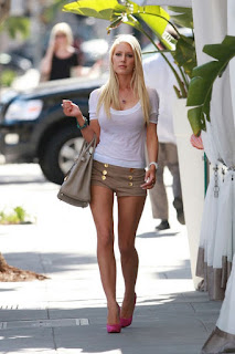 Heidi Montag flaunts herself in a silk pant