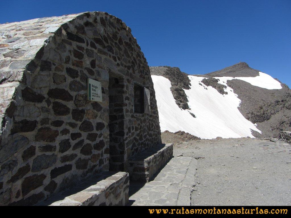 Ruta Posiciones del Veleta - Mulhacén: Refugio de Carihuela con el Veleta