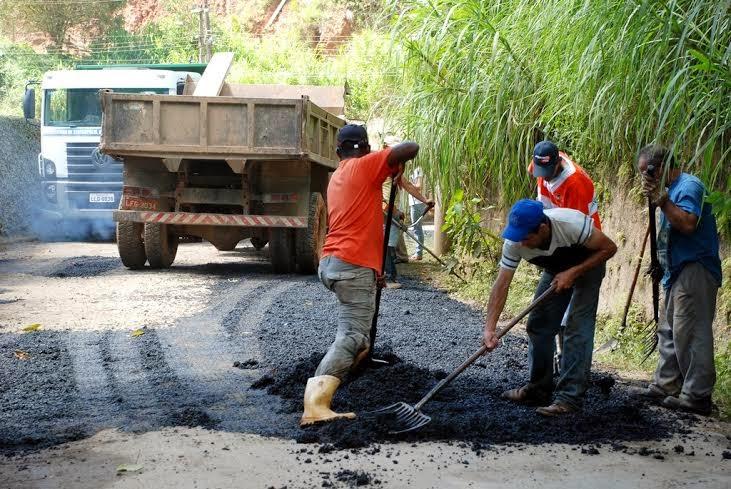 Operação tapa-buracos na Estrada Pedro Eleotério, no Fischer