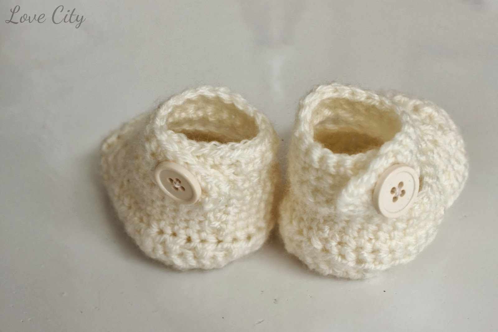 crochet-mary-jane-button-baby-bootie