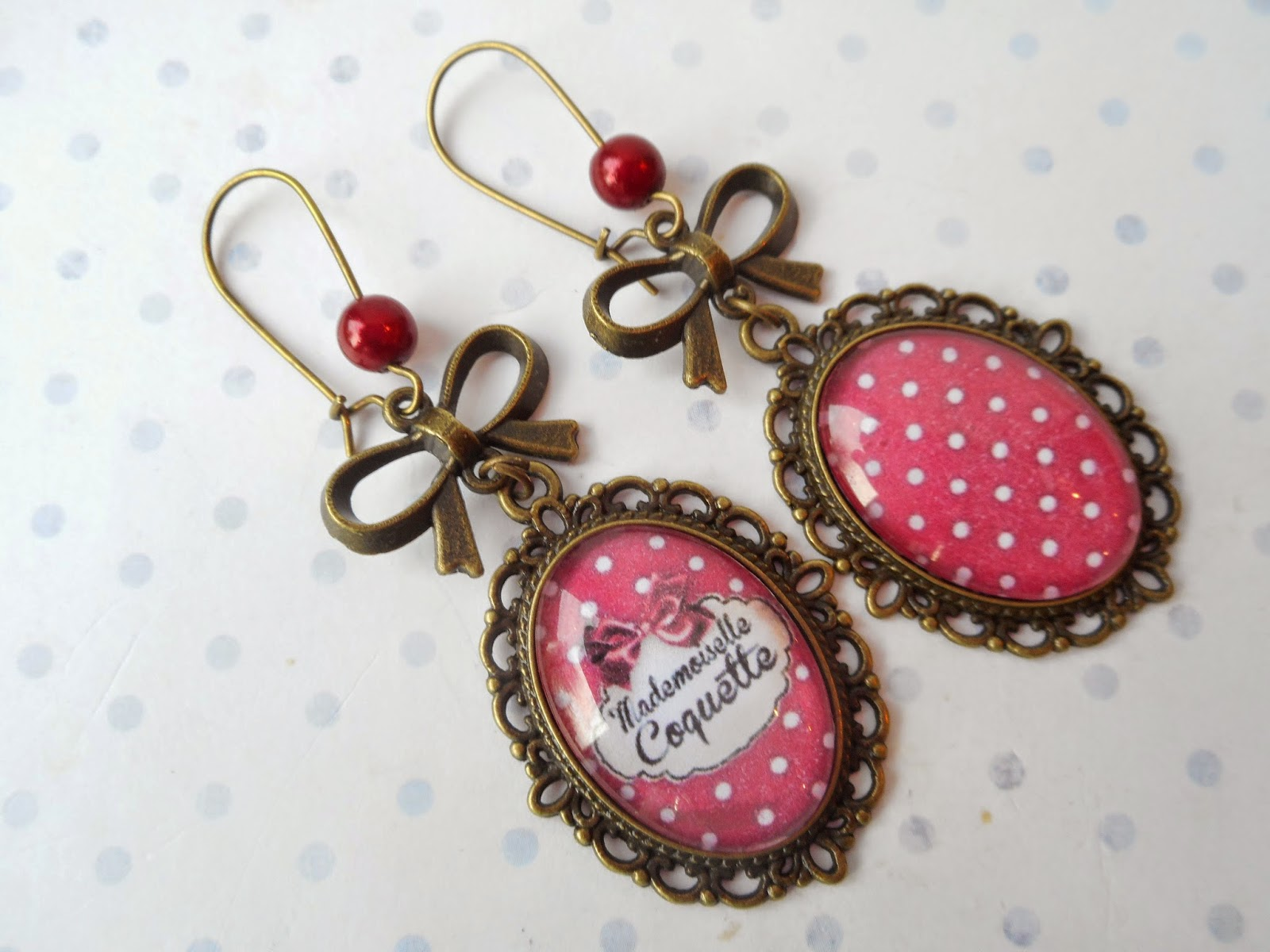 http://www.alittlemarket.com/boucles-d-oreille/fr_grandes_boucles_d_oreille_dormeuses_vintage_mademoiselle_coquette_les_pois_rouge_et_blanc_-11281441.html