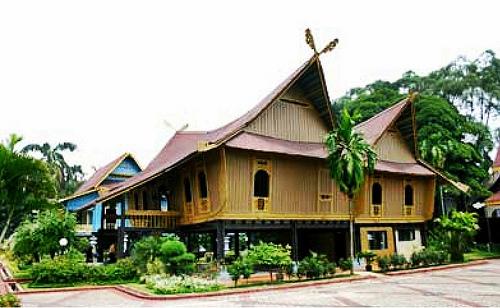 Download this Rumah Melayu Selaso Jatuh Kembar picture