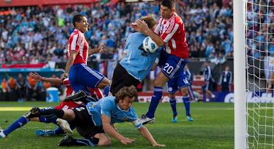 На фото: финал - Уругвай-Парагвай