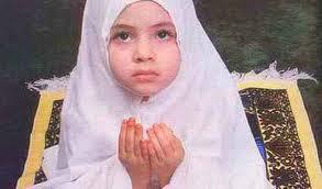 anak-balita-muslimah-berdoa