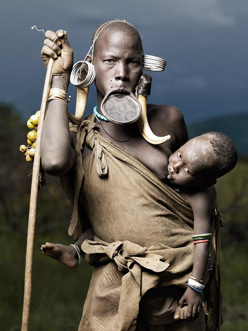 Про племена в африке голые невесты 1 фотография