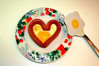 http://calaixetdelaiaia.blogspot.com.es/2013/09/salchichas-con-huevos-y-mucho-corazon.html