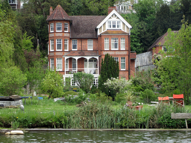 Cottage by the Thames, Caversham by TANGRAMartworks