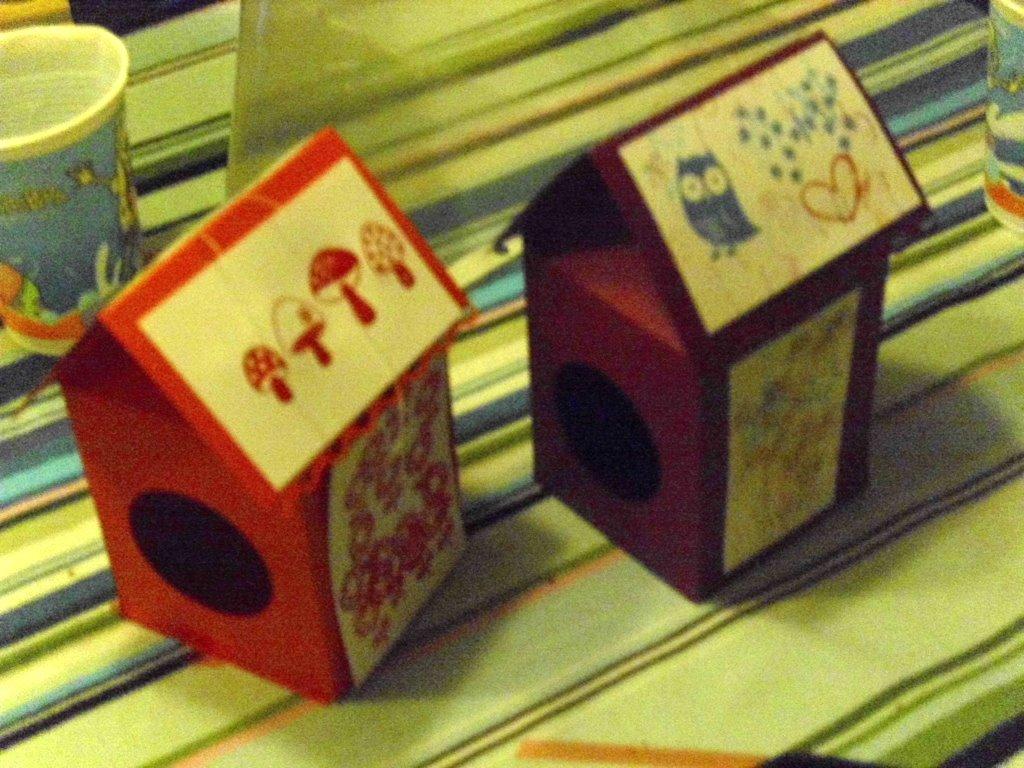 eri 39 s kreativwerkstatt kindergeburtstag mit vogelh uschen basteln. Black Bedroom Furniture Sets. Home Design Ideas