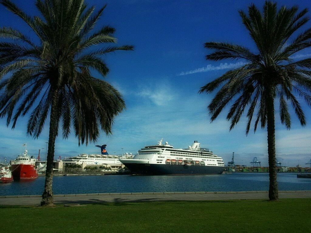 Turismo de cruceros en gran canaria el crucero ms maasdam en el muelle de santa catalina de las - Isla de las palmas de gran canaria ...