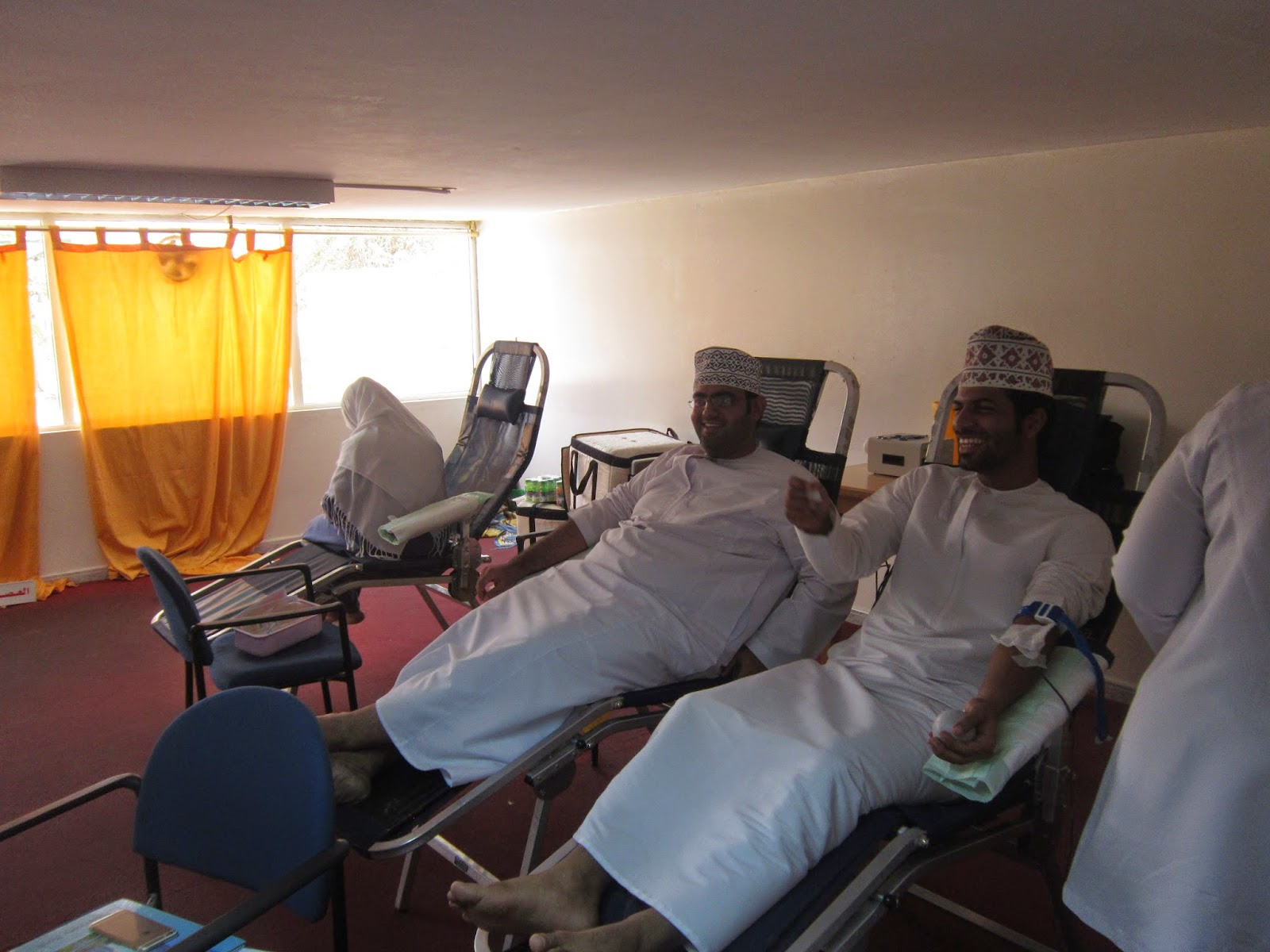 قناة اخبار بركاء : حملة تبرع بالدم في حرم كلية عُمان ...