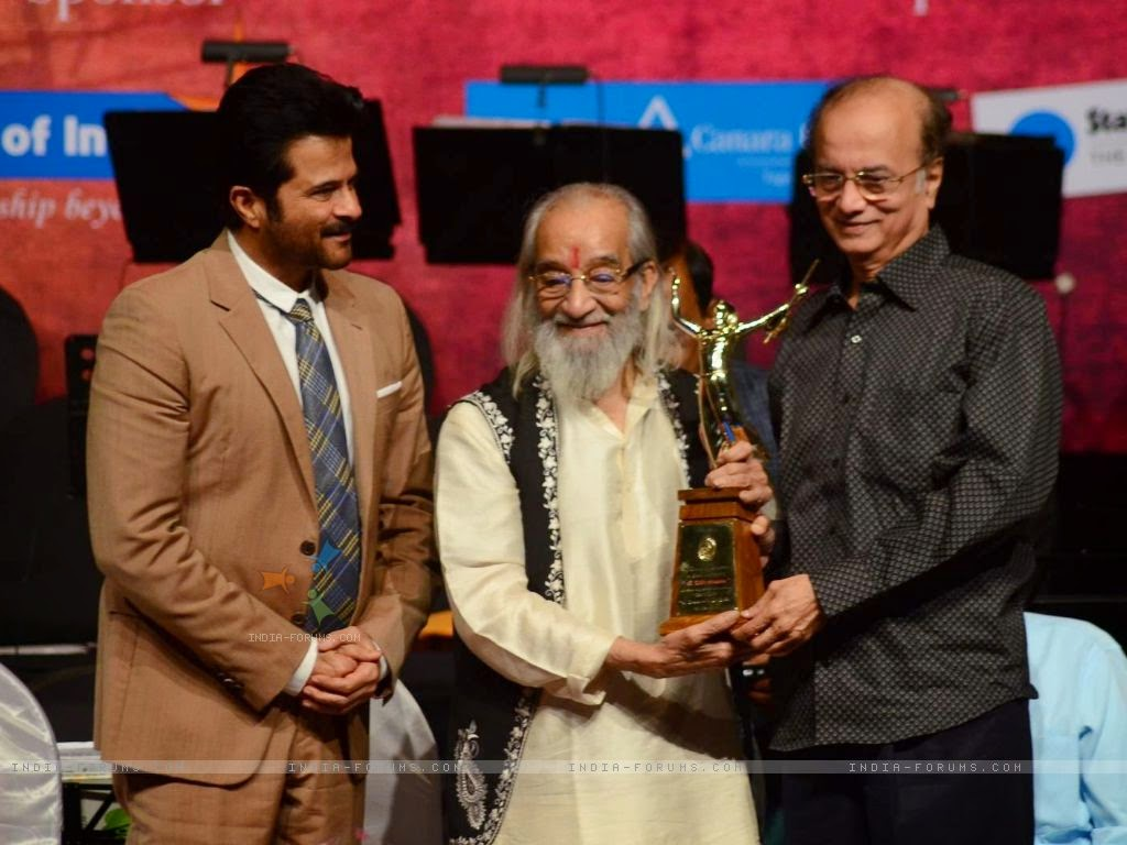 Anil kapoor and Dilip prabhawalkar at Dinanath mangeshkar award
