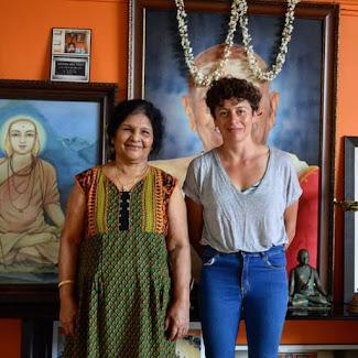 Patricia y Saraswathi Jois