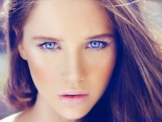 اجمل عيون زرقاء بنات