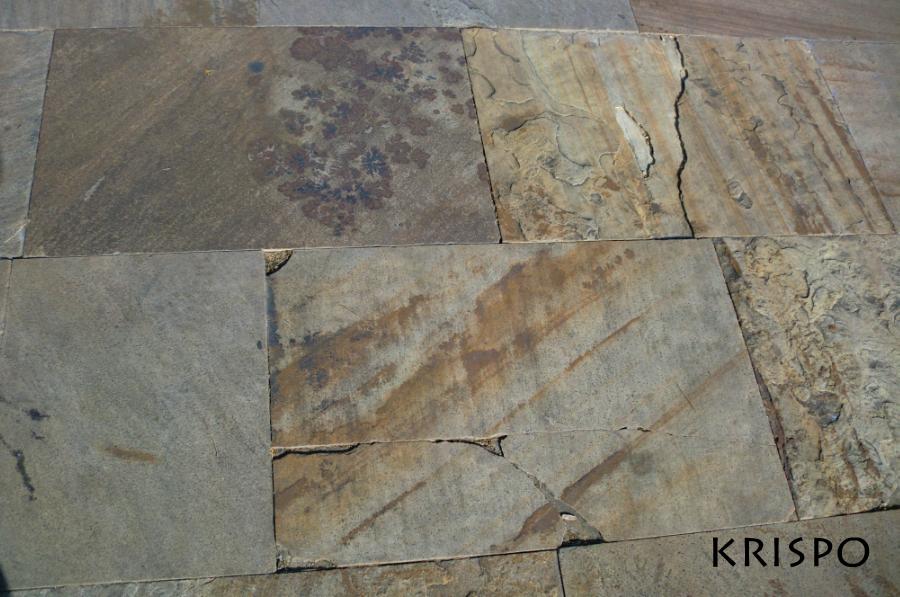 mosaico de diferentes baldosas en hondarribia