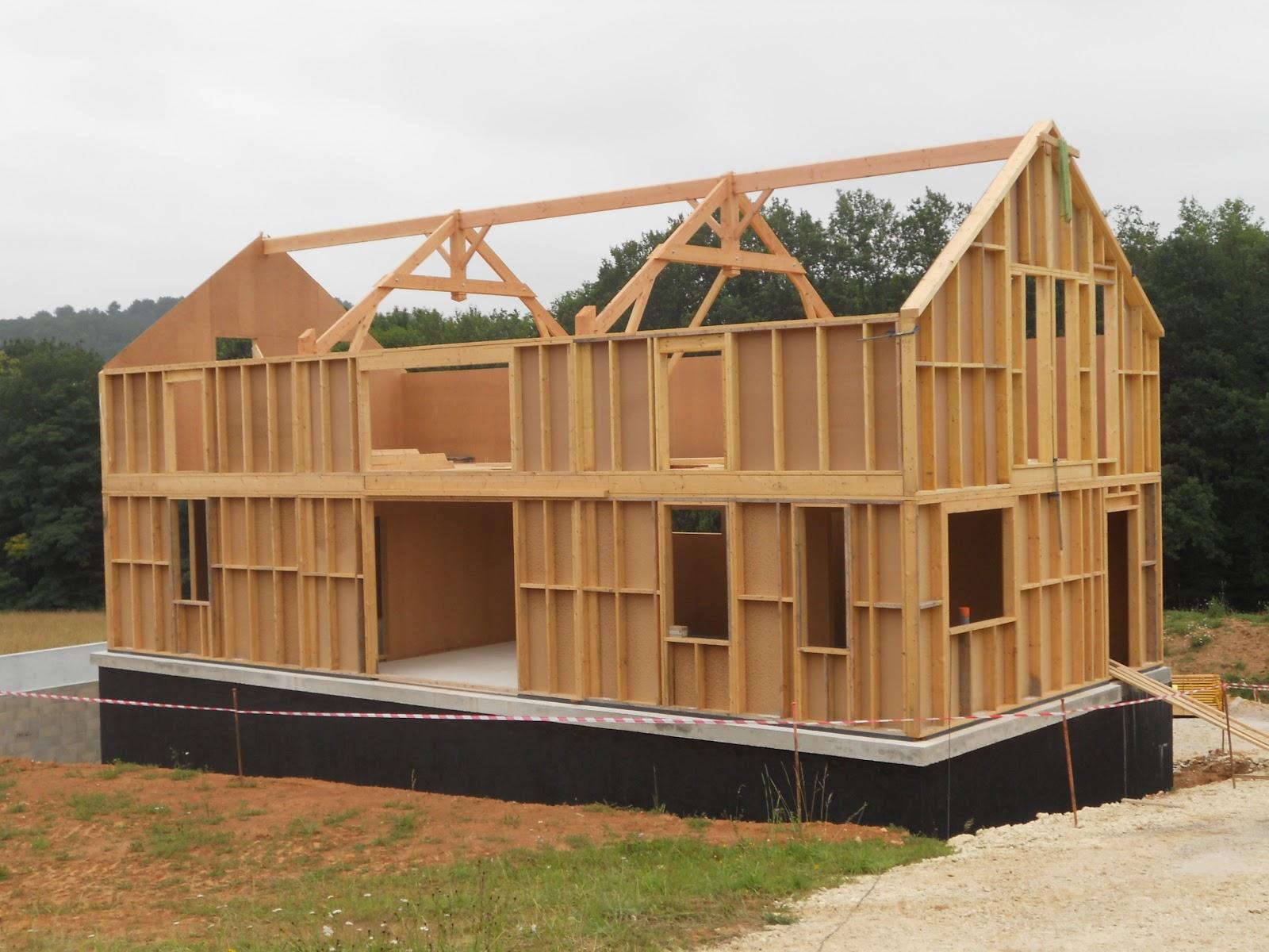 cr ons en bois levage d 39 une maison ossature bois tursac en p rigord noir. Black Bedroom Furniture Sets. Home Design Ideas