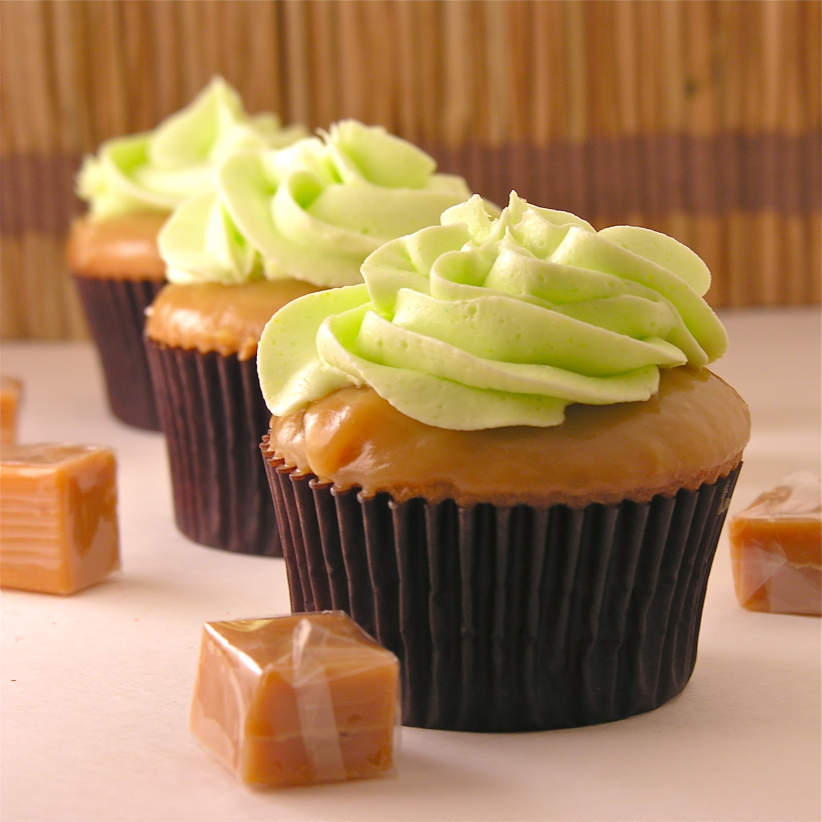 Easy Caramel Apple Cupcakes