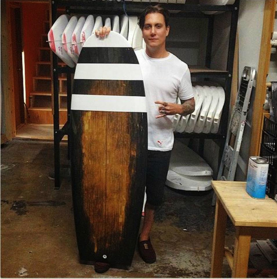 Avenged sevenfold news photo synyster gates with his new surfboard