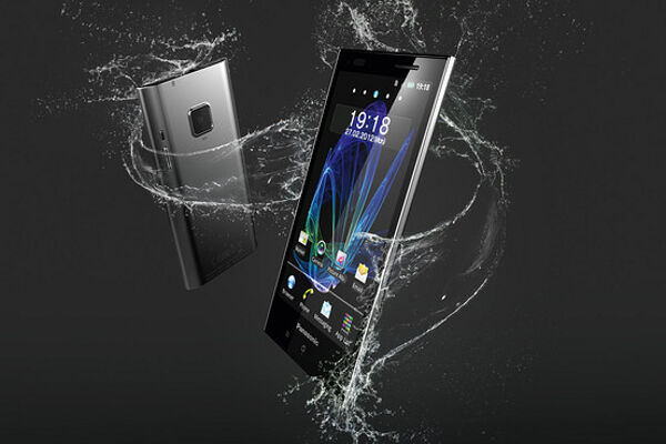 Eluga, Panasonic Stylish Waterproof Smartphone