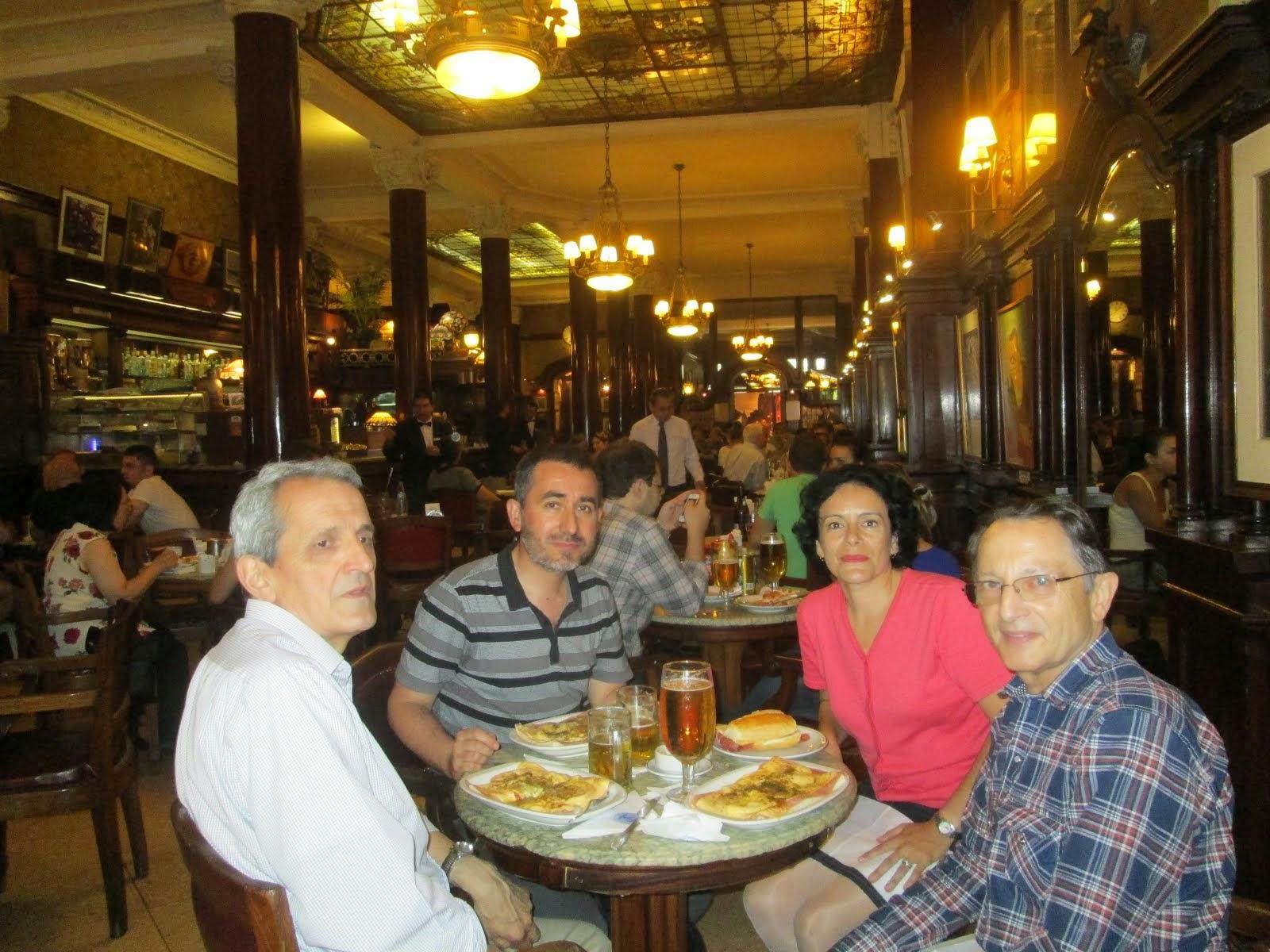 En el Café Tortoni