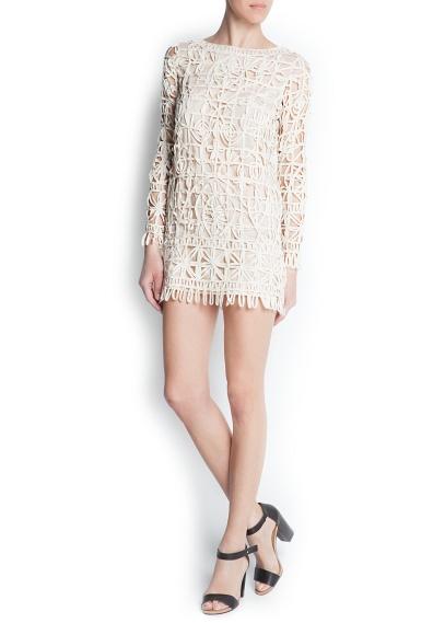 Pamuk astarlı, yuvarlak yakalı, uzun kollu, file görünümlü elbise.