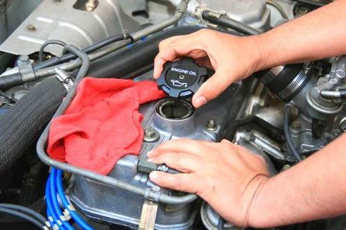 how to remove oil cap