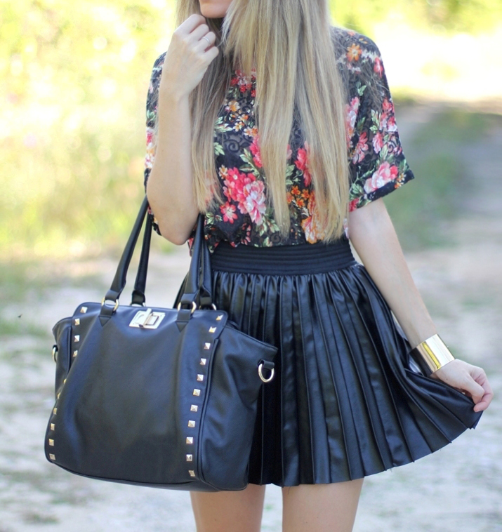 Leather like skirt blogger Mónica Sors