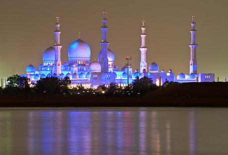 Risultati immagini per foto moschea abu dhabi