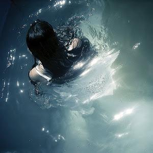 Daca ma inec, o sa ma salvezi?...Ma scufund acum...