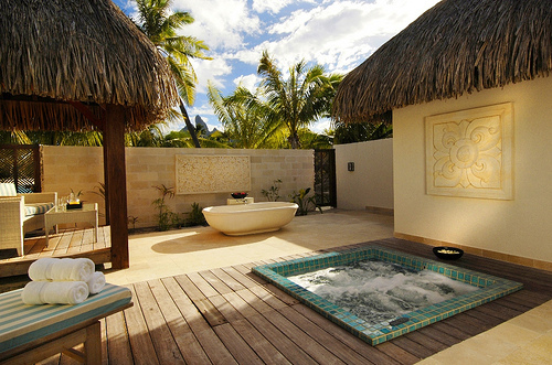 To da loos tropical paradise outdoor jacuzzi and bathtub with a view - Jacuzzi para interior ...