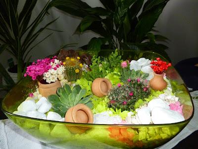 Um mini jardim é a reprodução de uma paisagem em miniatura.