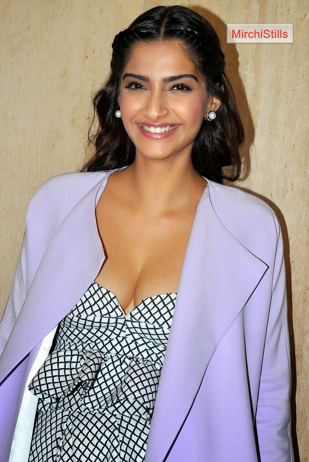 Image Result For Bollywood Actress Deep Cleavage