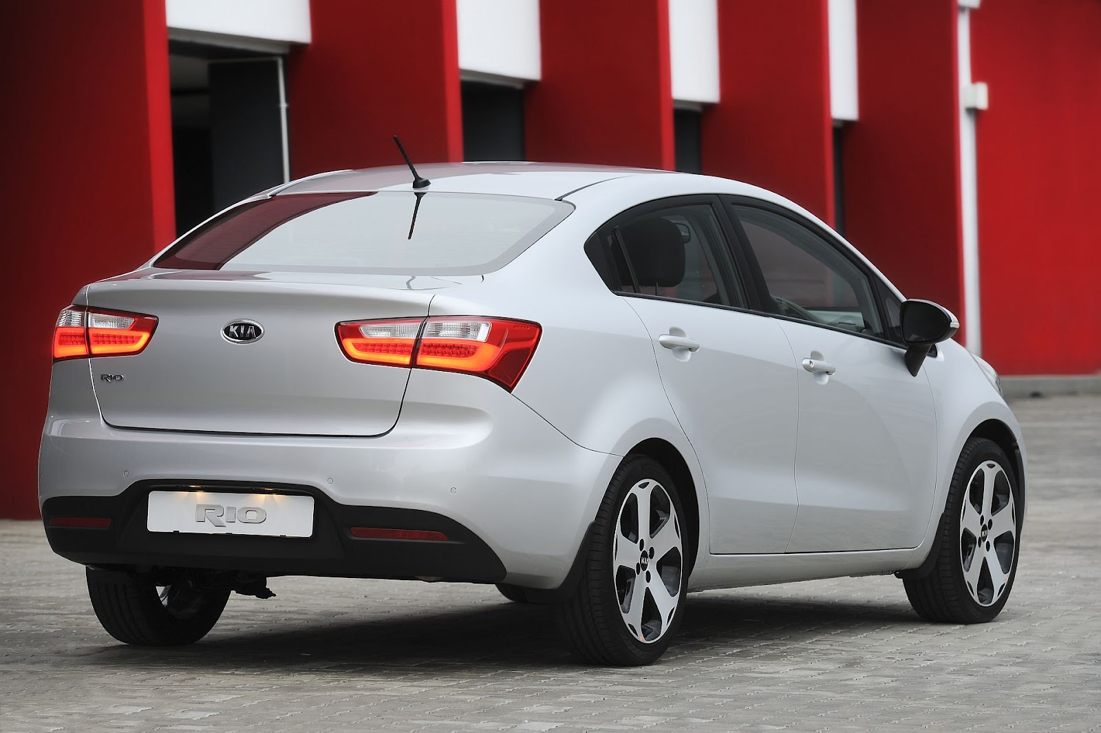 new kia rio sedan launches in mzansi awesome cars new. Black Bedroom Furniture Sets. Home Design Ideas